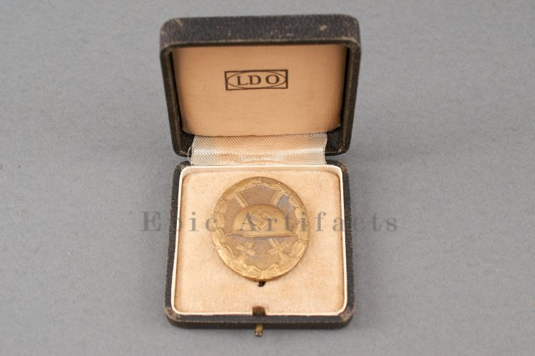 Gold Wound Badge L/14 with Correct LDO Case