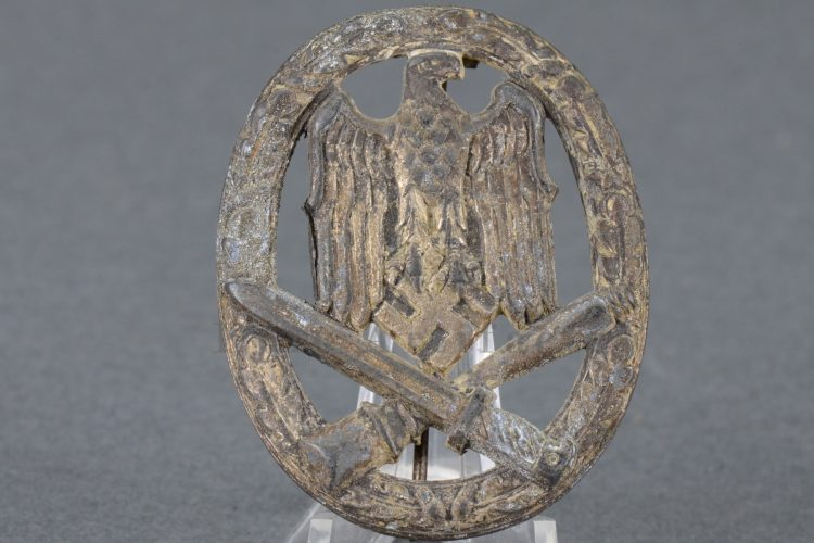 hollow zinc General Assault Badge