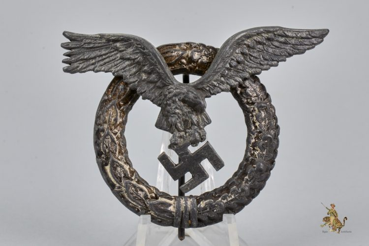 Juncker Round Wreath Pilot Badge