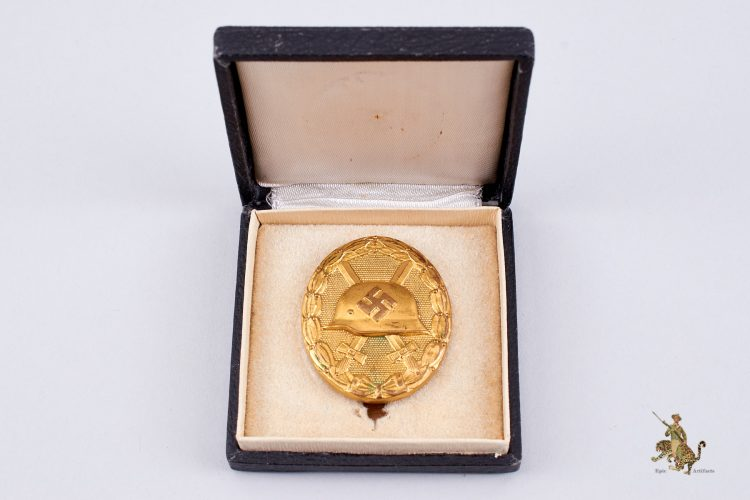 Cased Gold Wound Badge