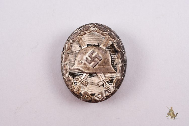 Tombak Silver Wound Badge